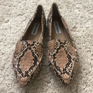 New Steve Madden Feather Studded Snake Print Flats